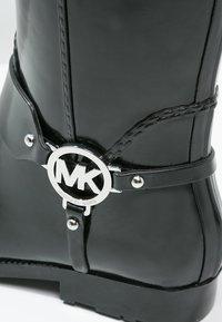 MICHAEL Michael Kors - FULTON - Botas de agua - black - 2