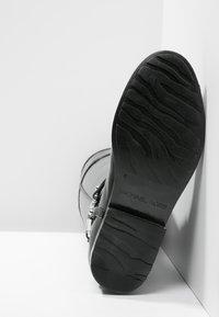 MICHAEL Michael Kors - FULTON - Botas de agua - black - 6