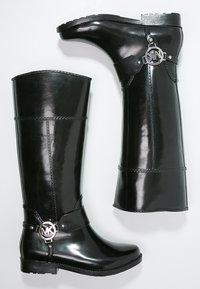 MICHAEL Michael Kors - FULTON - Botas de agua - black - 3