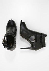 MICHAEL Michael Kors - Kotníková obuv na vysokém podpatku - black - 3