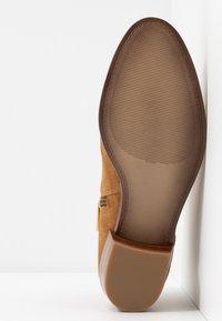 MICHAEL Michael Kors - HARLAND - Ankle Boot - amber - 6