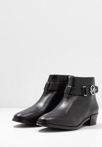 MICHAEL Michael Kors - HARLAND - Boots à talons - black - 4