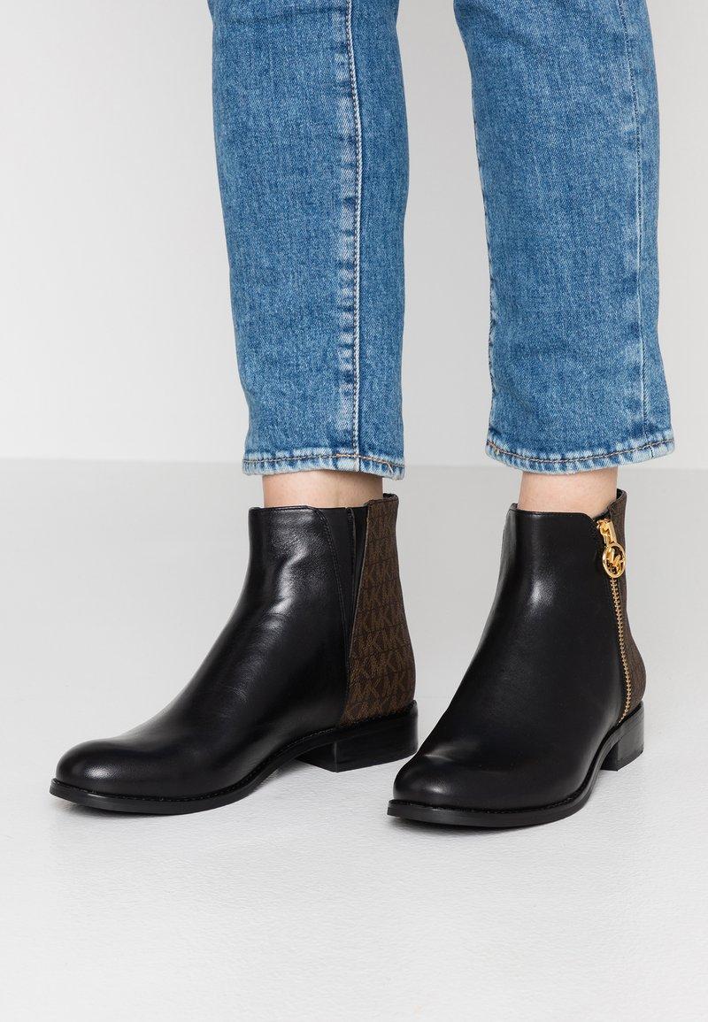 MICHAEL Michael Kors - JAYCIE FLAT BOOTIE - Classic ankle boots - black/brown