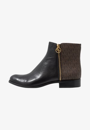JAYCIE FLAT BOOTIE - Støvletter - black/brown