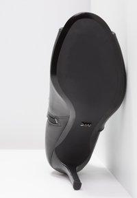 MICHAEL Michael Kors - HARPER - Højhælede støvletter - black - 6
