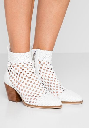 AUGUSTINE MID BOOTIE - Ankle boot - optic white
