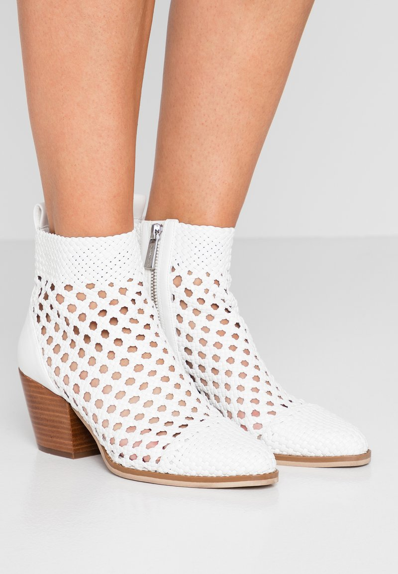 MICHAEL Michael Kors - AUGUSTINE MID BOOTIE - Ankle boots - optic white