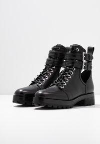 MICHAEL Michael Kors - BENSON BOOTIE - Botines con cordones - black - 4