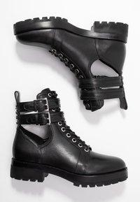 MICHAEL Michael Kors - BENSON BOOTIE - Botines con cordones - black - 3