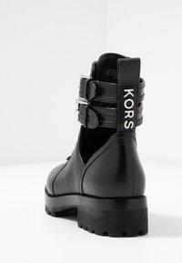 MICHAEL Michael Kors - BENSON BOOTIE - Botines con cordones - black - 5