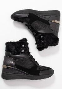 MICHAEL Michael Kors - Classic ankle boots - black - 3