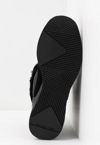 MICHAEL Michael Kors - Classic ankle boots - black - 6