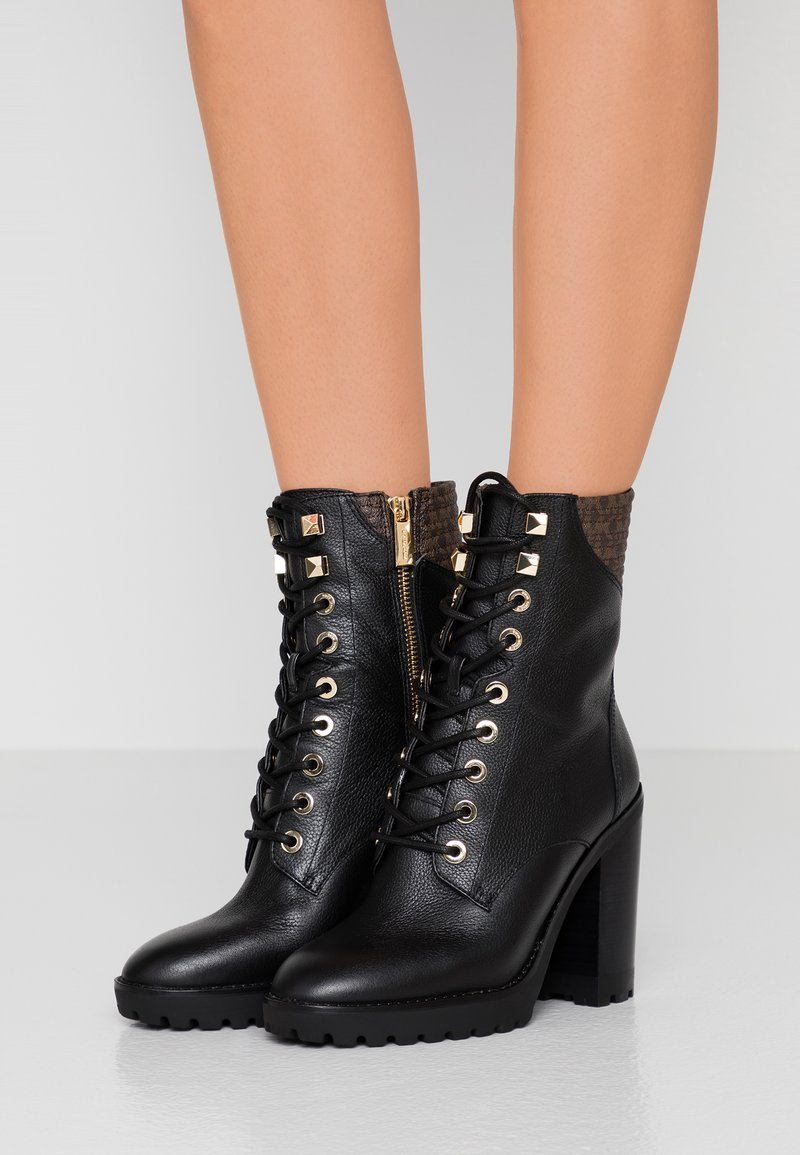 MICHAEL Michael Kors - BASTIAN LACE UP - Bottines à talons hauts - black/brown