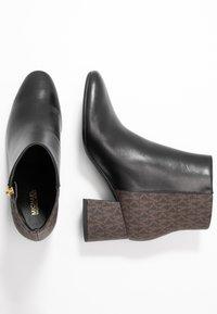 MICHAEL Michael Kors - ALANE FLEX BOOTIE - Botines bajos - black/brown - 3