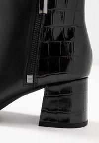 MICHAEL Michael Kors - ALANE FLEX BOOTIE - Korte laarzen - black - 2