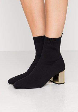 PALOMA FLEX BOOTIE - Korte laarzen - black