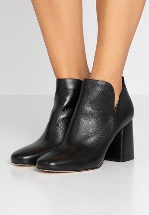 DIXON BOOTIE - Ankelboots med høye hæler - black
