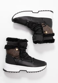 MICHAEL Michael Kors - CASSIA BOOTIE - Platåstøvletter - black/brown - 3