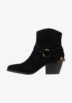 GOLDIE BOOTIE - Cowboy/biker ankle boot - black