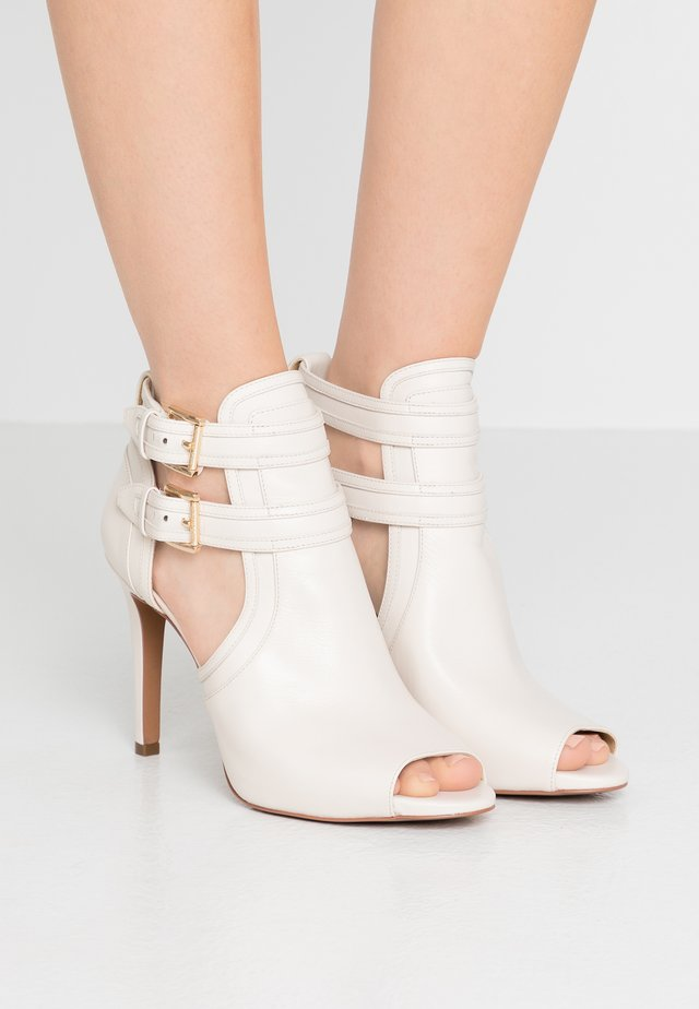 BLAZE OPEN TOE BOOTIE - High heeled ankle boots - light cream