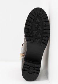 MICHAEL Michael Kors - COREY BOOTIE - Kotníkové boty na platformě - brown - 6
