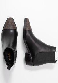 MICHAEL Michael Kors - LOTTIE TOE CAP BOOTIE - Kotníkové boty - black/brown - 3