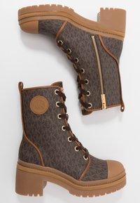MICHAEL Michael Kors - COREY BOOTIE  - Kotníkové boty na platformě - brown - 3