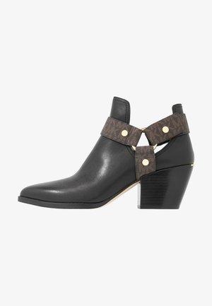 PAMELA - Boots à talons - black/brown