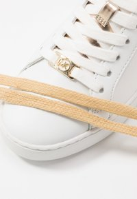 MICHAEL Michael Kors - IRVING - Sneakers laag - white - 7