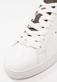 MICHAEL Michael Kors - IRVING - Baskets basses - optic white/brown - 2