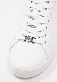 MICHAEL Michael Kors - IRVING - Sneakersy niskie - optic white/silver - 5