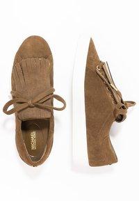 MICHAEL Michael Kors - KEATON KILTIE - Sneakers - dark caramel - 1
