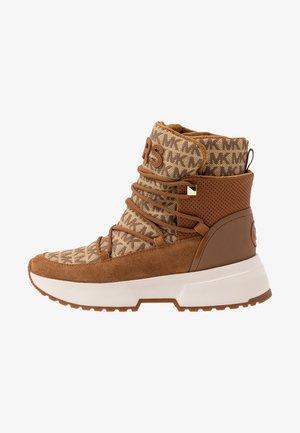 CASSIA BOOTIE - Kotníkové boty na platformě - amber/multicolour