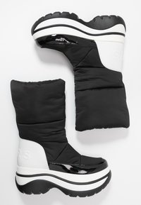 MICHAEL Michael Kors - GAMMA BOOTIE - Zimní obuv - black/optic white - 3