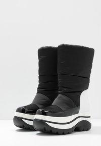 MICHAEL Michael Kors - GAMMA BOOTIE - Zimní obuv - black/optic white - 4