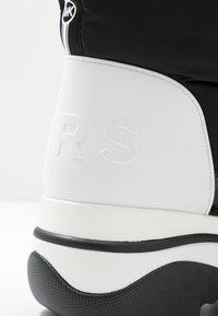 MICHAEL Michael Kors - GAMMA BOOTIE - Zimní obuv - black/optic white - 2