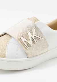 MICHAEL Michael Kors - ZIA JEM GLEAM - Sneakersy niskie - white/gold - 2