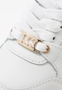 MICHAEL Michael Kors - ZIA ALLIE ALICE - Sneakersy niskie - white - 2