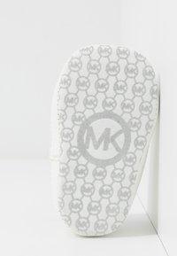 MICHAEL Michael Kors - ZIA BABY ALISON - Chaussons pour bébé - white - 5