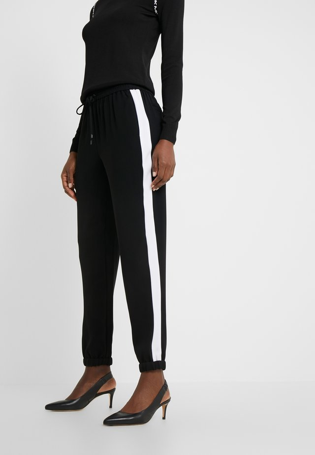 STRIPE TRACK PANT - Tygbyxor - black/white