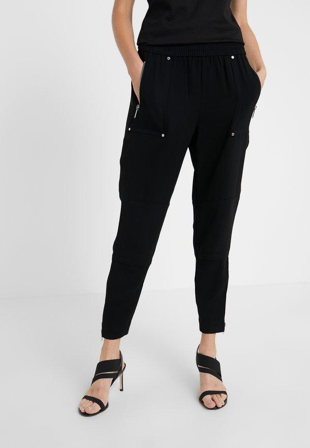 SPORTY ZIP PANT - Pantalones deportivos - black