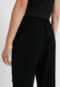 MICHAEL Michael Kors - SPORTY ZIP PANT - Jogginghose - black - 3