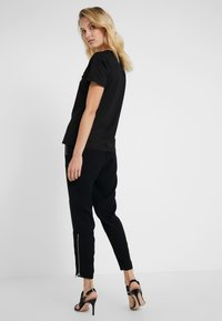 MICHAEL Michael Kors - SPORTY ZIP PANT - Jogginghose - black - 2