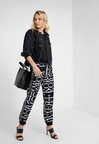 MICHAEL Michael Kors - LOGO TRACK PANT - Pantalones - black/white - 1