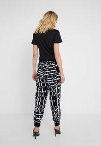 MICHAEL Michael Kors - LOGO TRACK PANT - Pantalones - black/white - 2