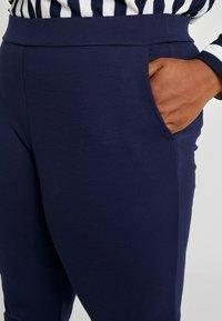 MICHAEL Michael Kors - SLIM PULL ON TROUSER - Pantalon de survêtement - true navy - 4