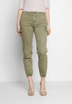 DYED CARGO - Pantaloni cargo - safari green