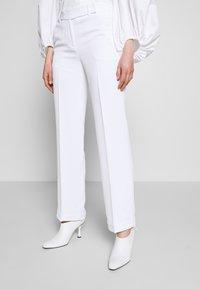 MICHAEL Michael Kors - STRAIGHT LEG PANT - Kalhoty - white - 0