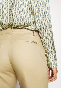 MICHAEL Michael Kors - MIRANDA PANT - Kalhoty - khaki - 6