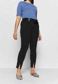 MICHAEL Michael Kors - SPLIT BOW TIE LEGG - Spodnie materiałowe - black - 0